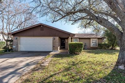Hewitt Single Family Home Under Contract: 708 Cheyenne Trail
