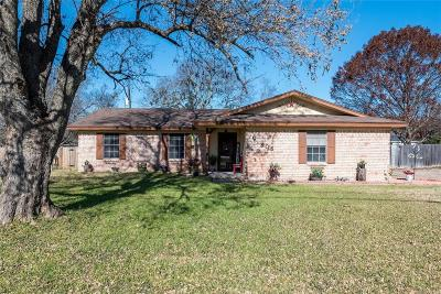 Hewitt Single Family Home For Sale: 308 W Spring Valley Road