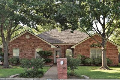 Robinson Single Family Home For Sale: 909 Dogwood Street