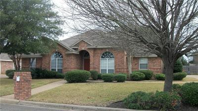 Hewitt Single Family Home For Sale: 832 Eagles Nest Drive