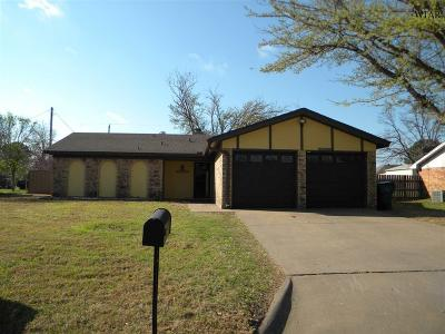 Burkburnett Single Family Home For Sale: 1318 Amherst Street