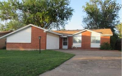 Iowa Park Single Family Home For Sale: 1110 W Cornelia Avenue