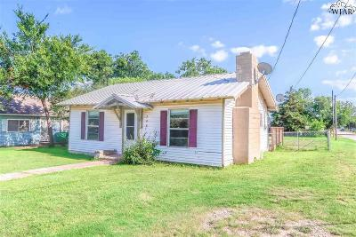 Archer City Single Family Home For Sale: 202 E Plum Street