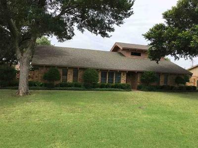 Burkburnett Single Family Home For Sale: 1404 Chaparral Road