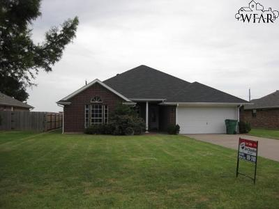 Burkburnett Single Family Home For Sale: 1340 E Sycamore Drive