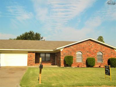 Burkburnett Single Family Home For Sale: 1418 Sioux Lane