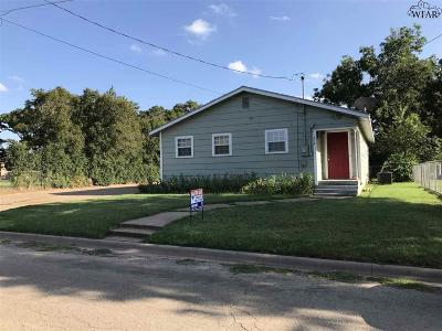 Archer City Single Family Home For Sale: 310 W Chestnut