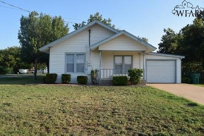 Iowa Park Single Family Home For Sale: 110 W Pecan