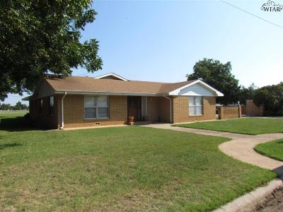 Henrietta Single Family Home Active W/Option Contract: 708 W Wichita