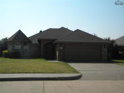Burkburnett Single Family Home For Sale: 1064 Colonnade Drive