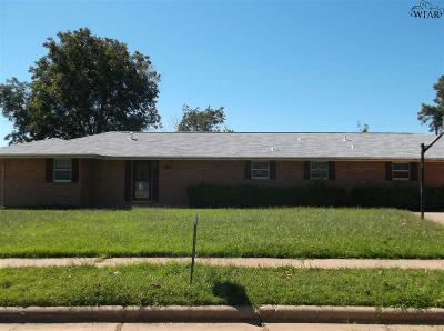 Burkburnett Single Family Home For Sale: 506 S Hilltop Street