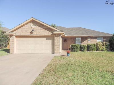 Burkburnett Single Family Home For Sale: 105 Kaitlin