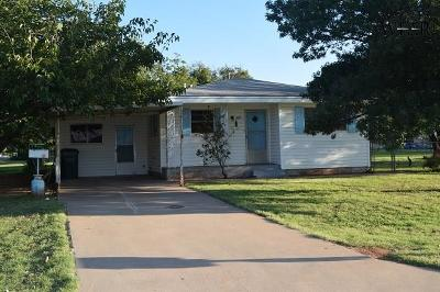 Iowa Park Single Family Home Active W/Option Contract: 300 E Bank Street