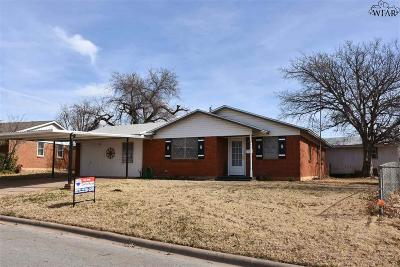 Iowa Park Single Family Home For Sale: 103 Wood Circle