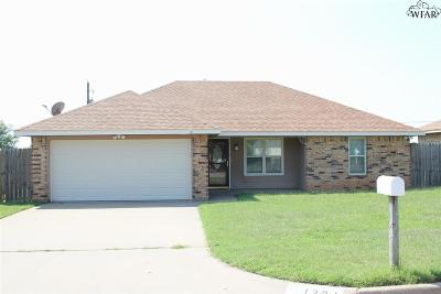 Burkburnett Single Family Home For Sale: 1204 Lisa Lane