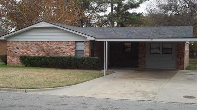 Burkburnett Single Family Home Active W/Option Contract: 610 Hazel Drive