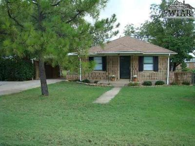 Iowa Park Single Family Home Active W/Option Contract: 616 W Louisa Avenue