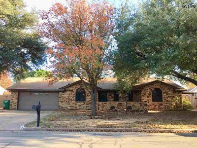 Burkburnett Single Family Home Active W/Option Contract: 937 Tejas Drive