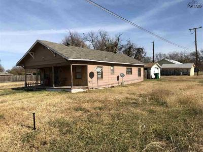 Iowa Park Single Family Home For Sale: 323 S Park Street
