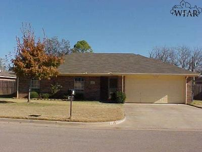 Burkburnett Single Family Home For Sale: 821 Sugarbush Lane