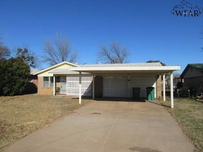 Iowa Park Single Family Home For Sale: 1014 West Highway