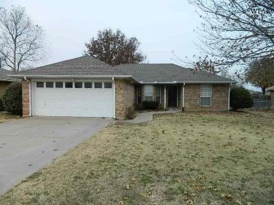 Burkburnett Single Family Home Active W/Option Contract: 537 Charlotte Avenue