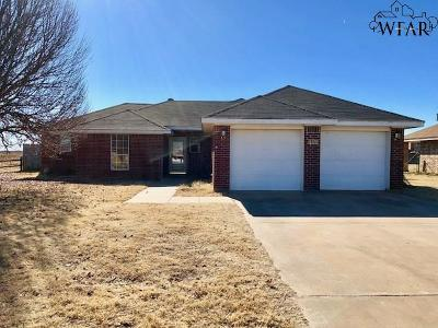 Burkburnett Single Family Home For Sale: 1420 Amherst Street