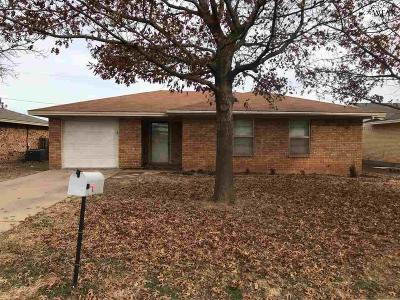 Iowa Park Single Family Home For Sale: 705 Park Plaza Drive