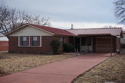 Iowa Park Single Family Home Active W/Option Contract: 705 W Manes Avenue