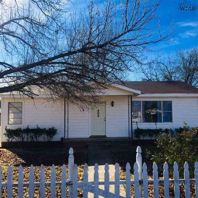 Burkburnett Single Family Home For Sale: 402 W 1st Street