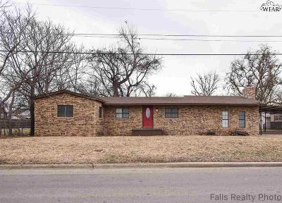 Burkburnett Single Family Home For Sale: 118 N Avenue B