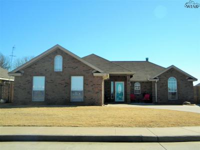 Burkburnett Single Family Home Active W/Option Contract: 1056 Colonnade Drive