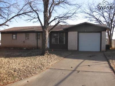 Iowa Park Single Family Home For Sale: 415 W Valley Drive