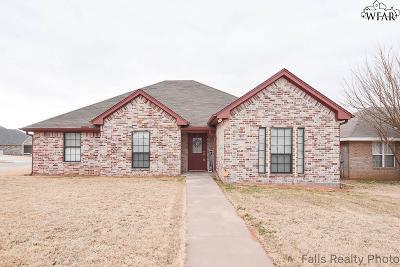 Iowa Park Single Family Home For Sale: 611 E Texas Avenue