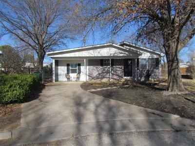 Henrietta Single Family Home For Sale: 208 Clark Circle