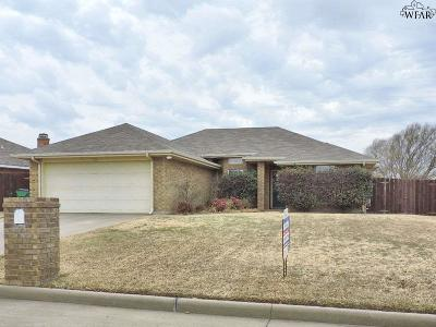 Burkburnett Single Family Home For Sale: 129 Garrett Street