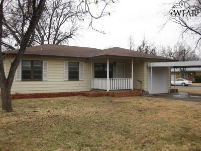 Burkburnett Single Family Home For Sale: 404 Peach Street