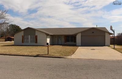 Burkburnett Single Family Home Active W/Option Contract: 1001 Pawhuska Lane