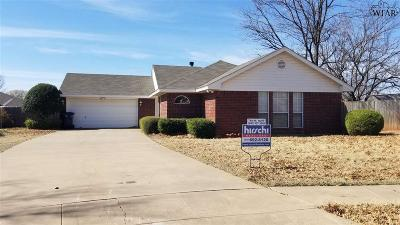 Single Family Home Active W/Option Contract: 7 Tumbleweed Court