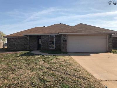 Burkburnett Single Family Home Active W/Option Contract: 1418 Amherst Street