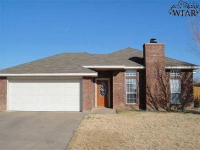 Burkburnett Single Family Home Active W/Option Contract: 107 Kaitlin