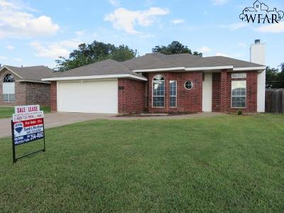 Burkburnett Single Family Home For Sale: 1215 Lisa Lane
