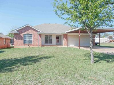 Iowa Park Single Family Home Active W/Option Contract: 400 W Clara Avenue