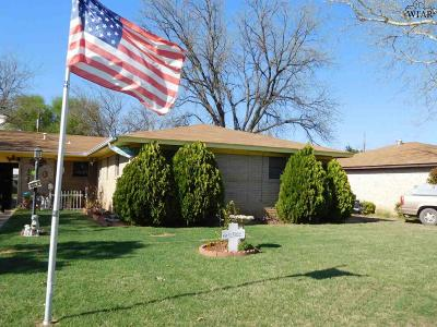 Burkburnett Single Family Home For Sale: 513 N Hilltop Avenue