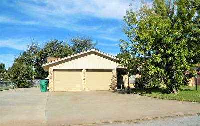 Burkburnett Single Family Home Active W/Option Contract: 1054 Jan Lee Drive