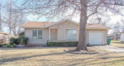 Burkburnett Single Family Home For Sale: 208 Laurel Lane