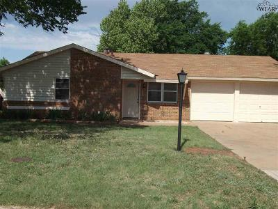 Iowa Park Single Family Home Active W/Option Contract: 1320 N 4th Street