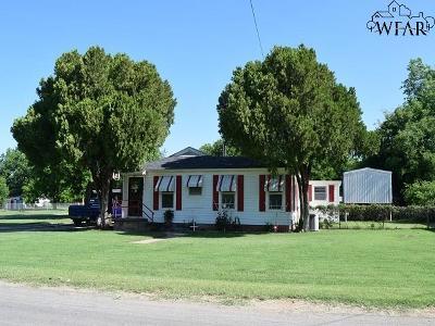Iowa Park Single Family Home Active W/Option Contract: 310 W Aldine Street
