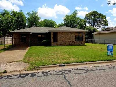 Burkburnett Single Family Home For Sale: 203 S Holly Drive