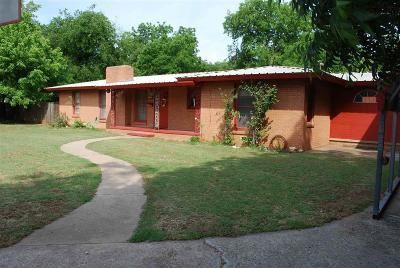 Burkburnett Single Family Home For Sale: 136 Rose Street